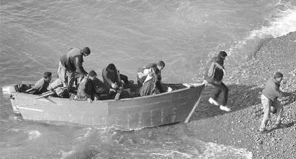 """Dicen que en Cuba... ¿La población cubana """"huye"""" del país?  20060406235235-patera"""