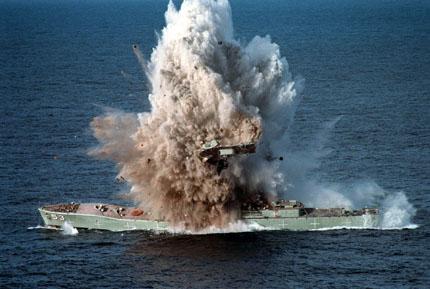 Un  léviathan au fond de la mer.... Explosion
