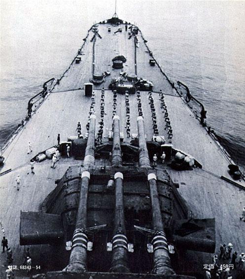 Yamato Tamiya + kit lion roar + pont en bois au 1/700 par Denis - Page 2 Yamato10301941a