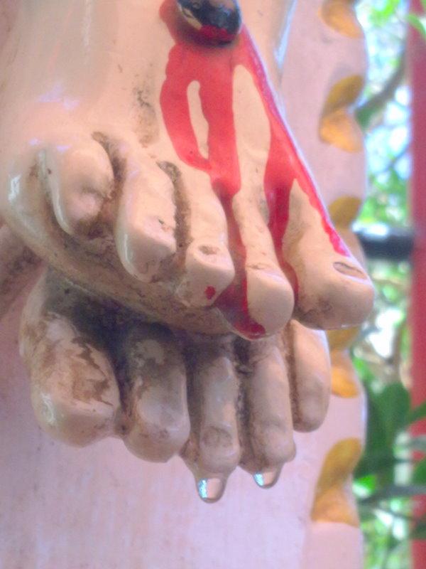L'Eglise de Bombay reste prudente à propos du Crucifix ruisselant de sang 07032012247
