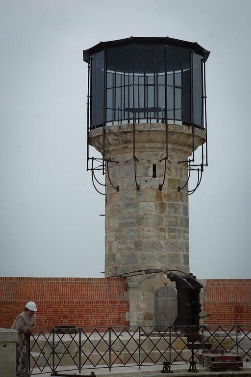 Restauration du fort et de la vigie - Du 29 août à 14 novembre 2011 - Page 7 P1965170D2066974G_px_512_