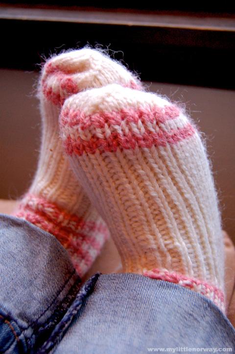 Postavi sliku i zatrazi sledecu - Page 19 Woollen-socks