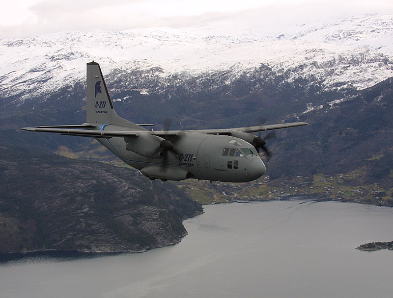 EJERCITO DE CHILE - Página 2 Air_c-27j_mountains_lake_lg