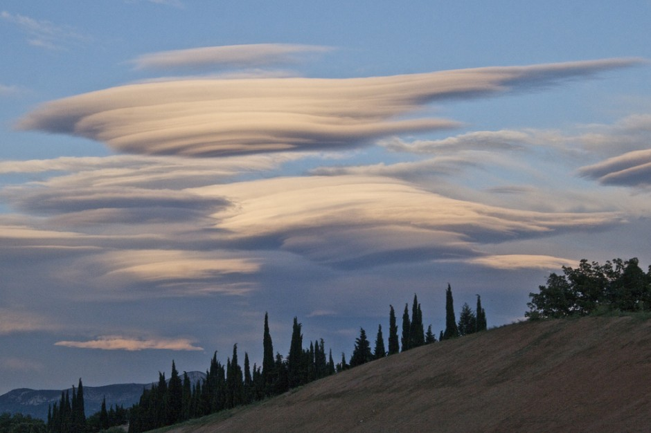 20 Stunningly Beautiful Cloud Formations 4723807582_49412d146b_b-940x626