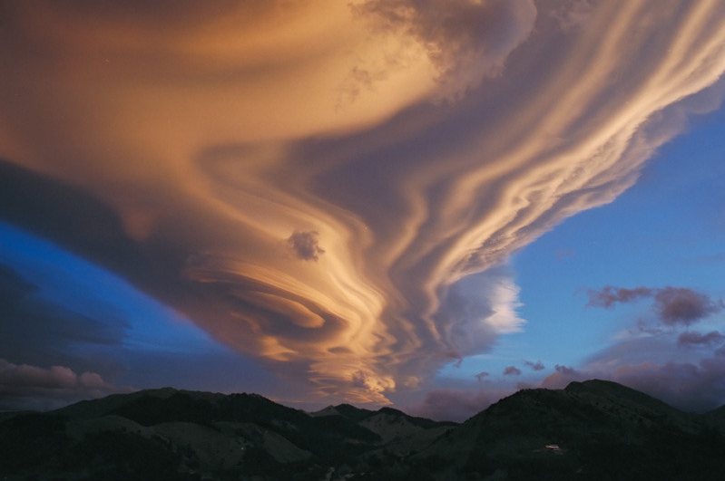 20 Stunningly Beautiful Cloud Formations Lenticular.jpg-image-2012-07-13-17-45-36