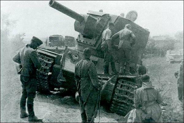 Сфера танкового производства - Страница 5 Tank_KV-2_600