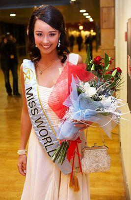 Unnur Birna Vilhjálmsdóttir - Miss World 2005 - Page 2 70977917e5_2770416_o2