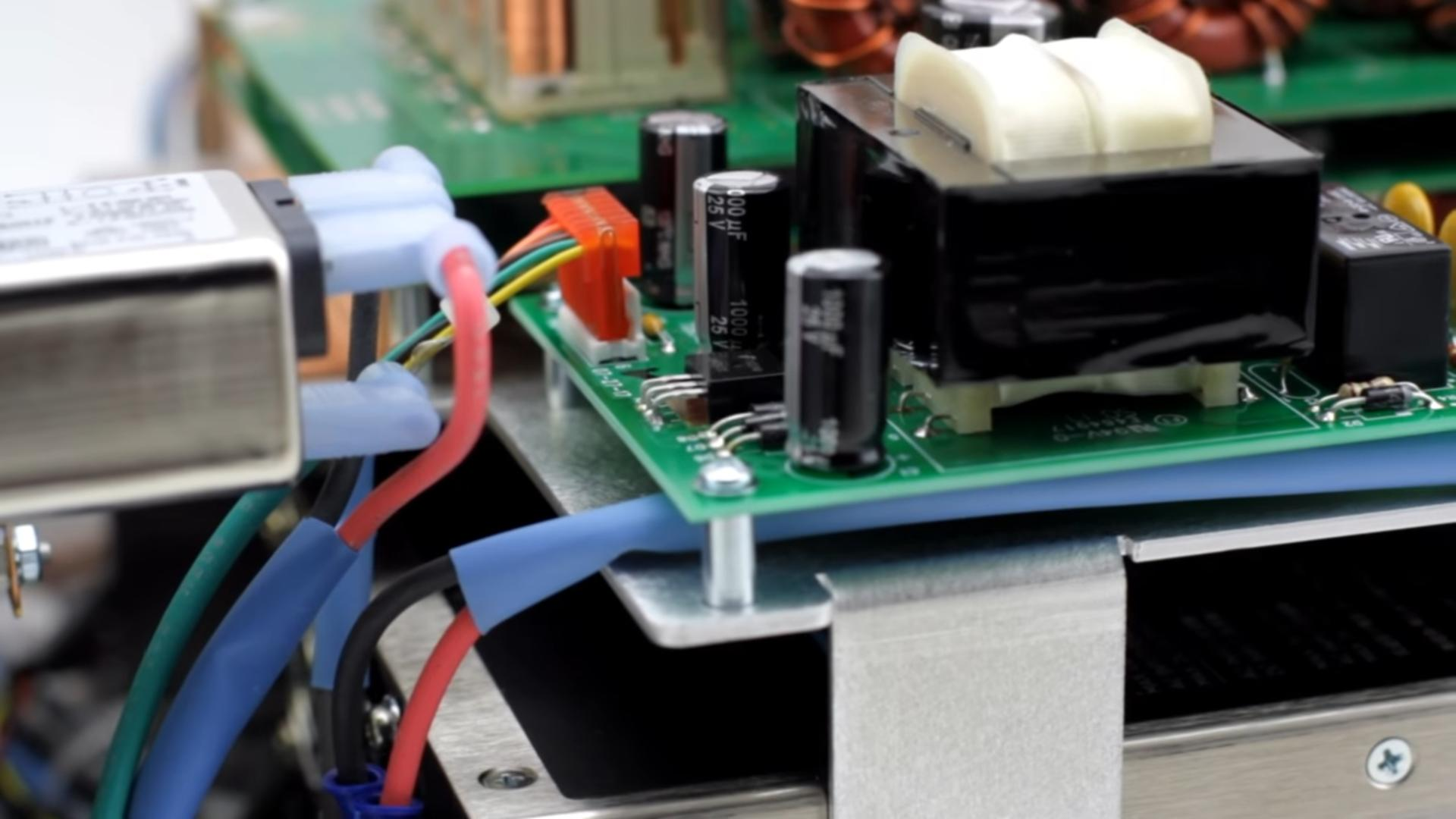 Palstar Amplificateur HF à transistors LA-1K Image1
