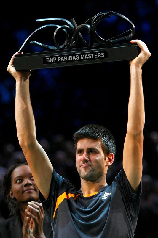 Radost pobedi Novak-djokovic-trophy