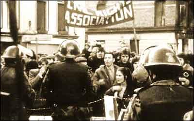 Conflicto de Irlanda del Norte: Domingo Sangriento (1972) Intro_400