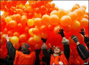Happy birthday _40590163_balloons_body_afp