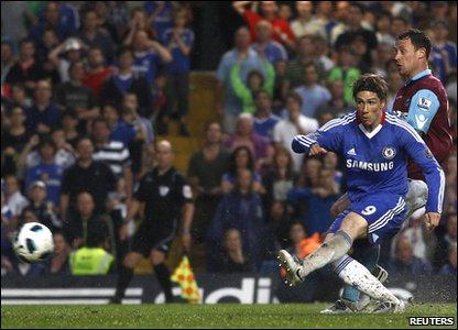 Premier League - West Ham United vs Chelsea _52334685_torres_scores_reu
