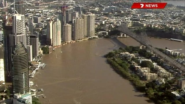 Brisbane flood levels reach peak _50775201_jex_923564_de47-1