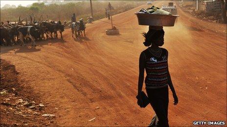 لمحات تاريخية للصراع بجنوب السودان _53469202_pedestrianjuba