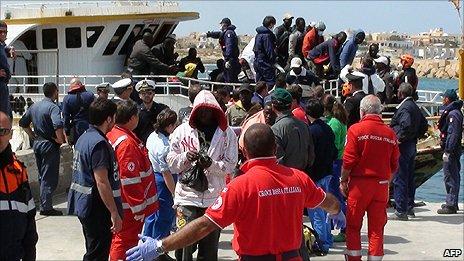 Sans espoir sous Martelly, les haitiens  quittent Haiti par bateau _54012030_boatafp464