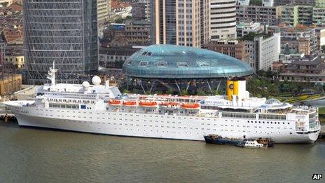 mega cruise liner sinks - Page 6 _58748615_014109344-1