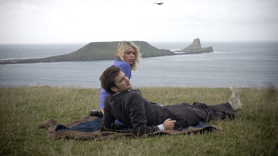 Josh & Ally - Page 3 _59914060_doctor-who-rhossili-tennant
