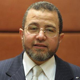 Profile: Egypt Prime Minister-designate Hisham Qandil _61788370_61788369