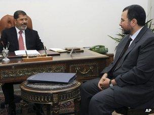 Profile: Egypt Prime Minister-designate Hisham Qandil _61788372_61788371