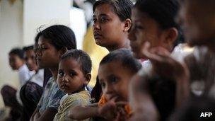Burma: UN calls for inquiry over Rakhine violence _61866973_015300219
