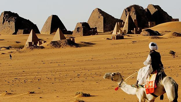 Sudan _61905628_sudan_meroe_pyramids_g