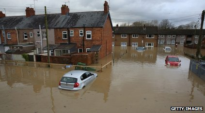 Oxford study: Climate change makes flooding more likely in England _64425319_64425318