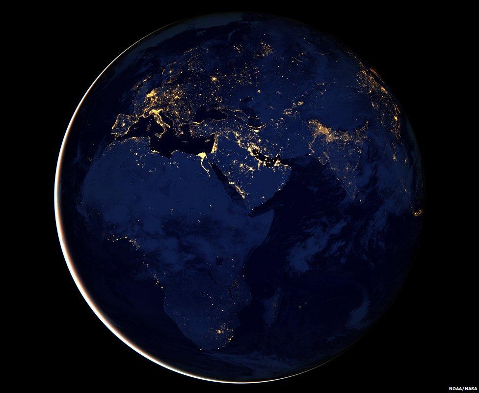 Slike Zemlje iz svemira  - Page 2 _64598469_blackmarble