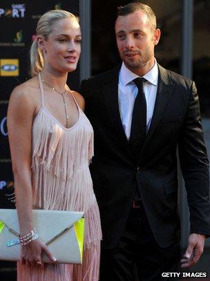 "Oscar Pistorius, el famoso campeón paraolímpico ""blade runner"", mata de un disparo a su novia _65881016_65881015"