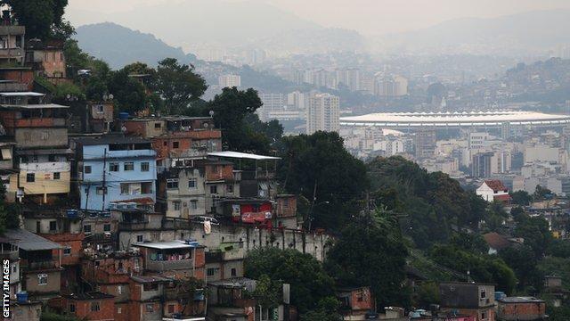 Vai ter Copa: argumentos para enfrentar quem torce contra o Brasil - Página 10 _68503335_170157237