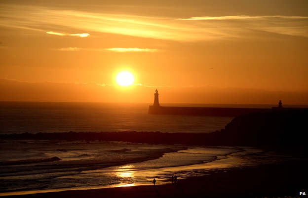 Why do mornings still get darker after the winter solstice? _79847556_sunrise-over-tynemouth