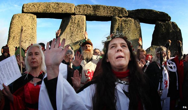 Why do mornings still get darker after the winter solstice? _79847557_druids