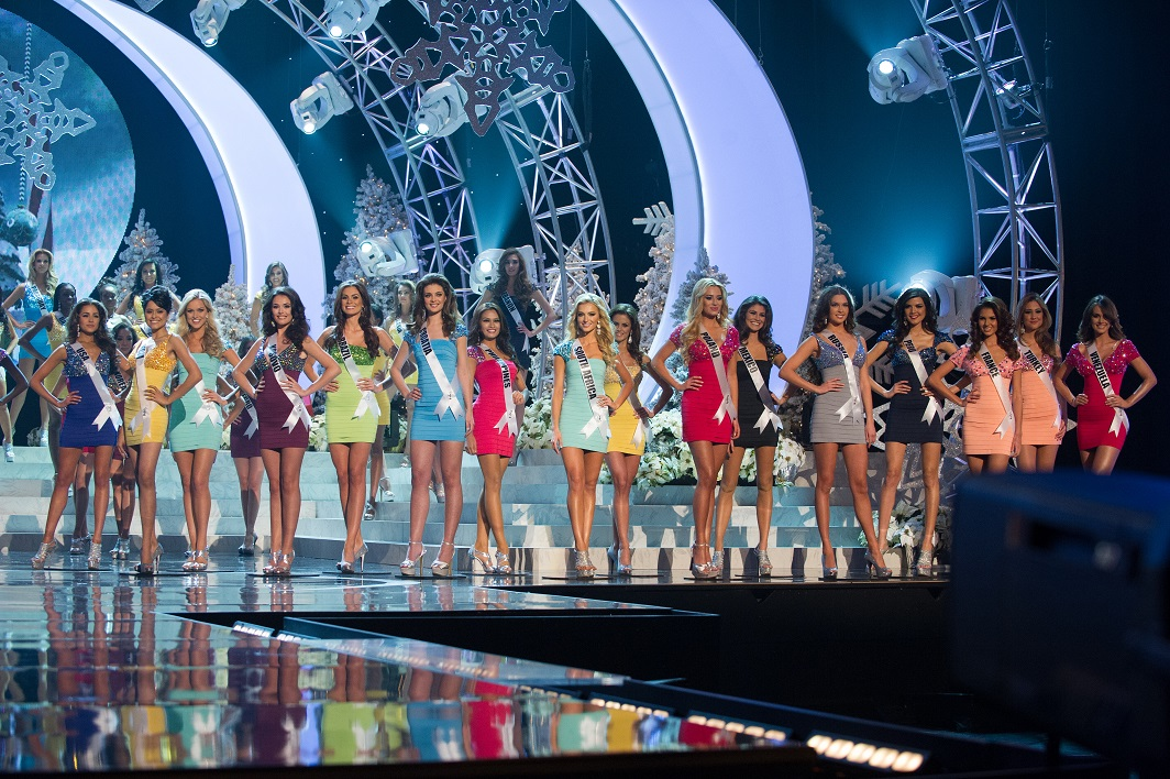 MISS UNIVERSE IN HISTORY! - Page 3 Shilpa-Singh-with-Top-16-Contestants-at-Miss-Universe-2012