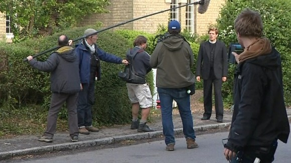 Grantchester ITV 2014, l'adaptation des romans de James Runcie - Page 2 Article_img