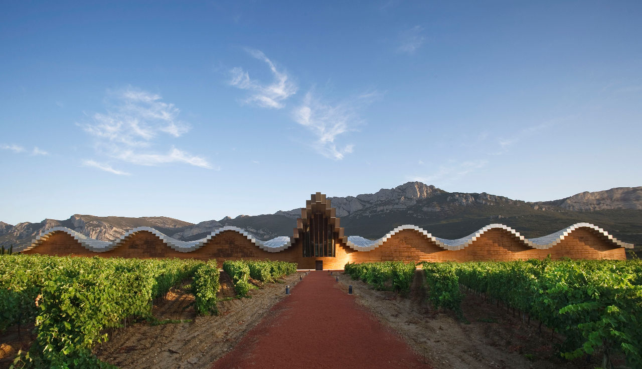 Moderna arhitektura Ysios-Winery-in-La-Rioja1