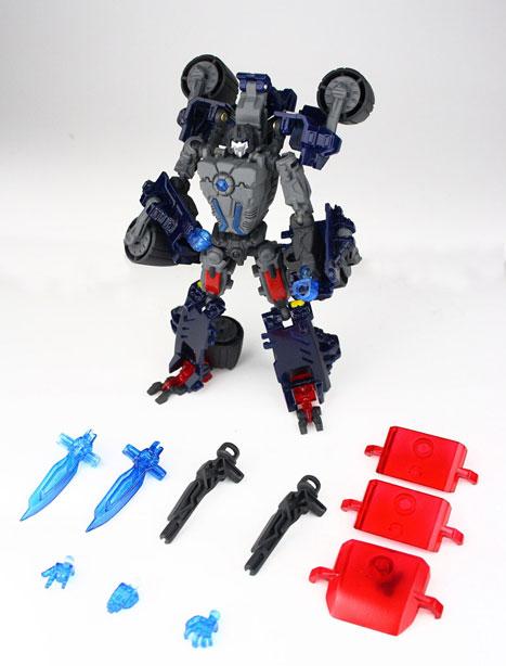 [TFClub] Rollo (mini bolide d'Optimus) devient robot | [TFClub] Gears of War 2: Fusils d'Optimus MPKIT03_1219072791