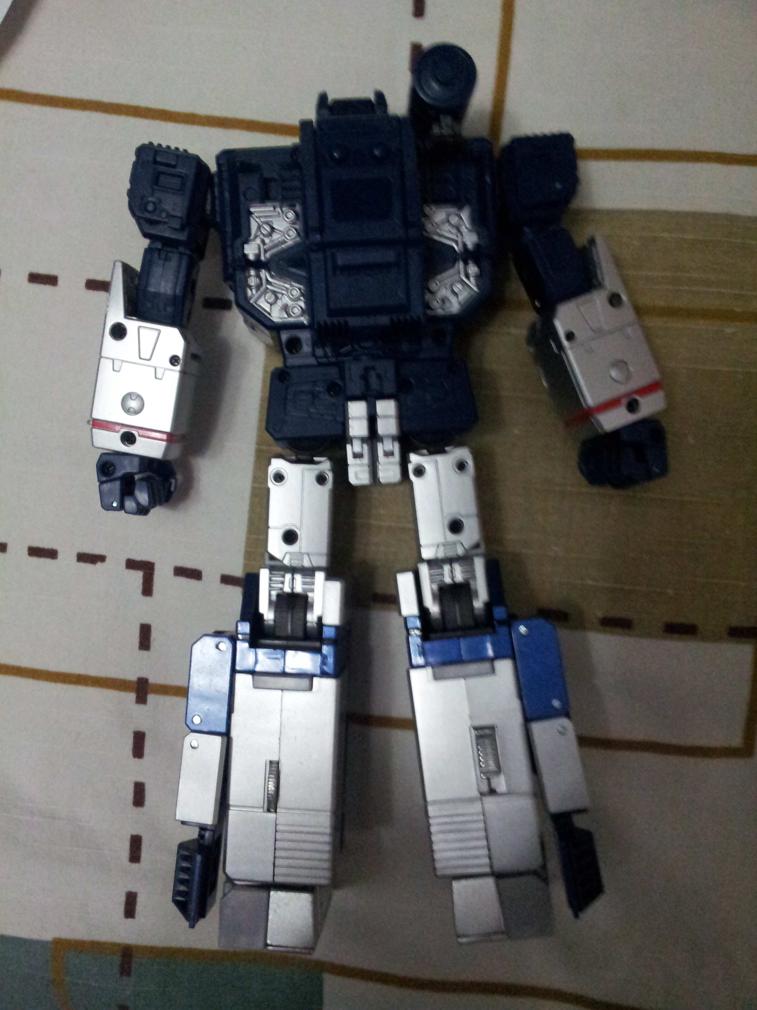 [Masterpiece] MP-13 Soundwave/Radar Mp136_1358787660