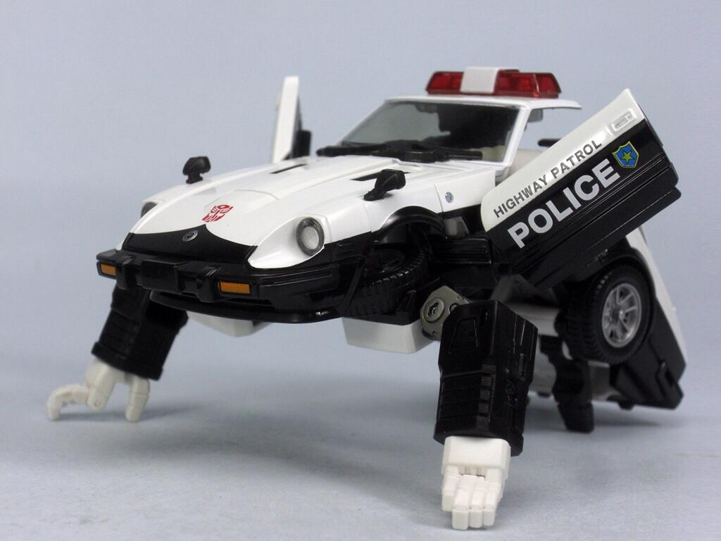 [Masterpiece] MP-17 Prowl/Cervo - Page 2 MP_Prowl_Transforming_1377873440