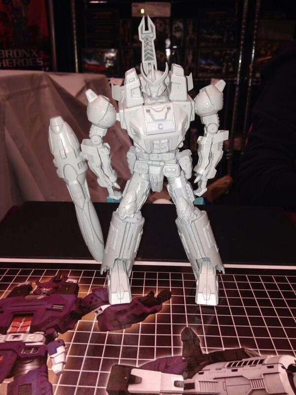 [Unique Toys] Produit Tiers - Mania King, aka Galvatron BWPoBzkCEAAzsO0_1381445127