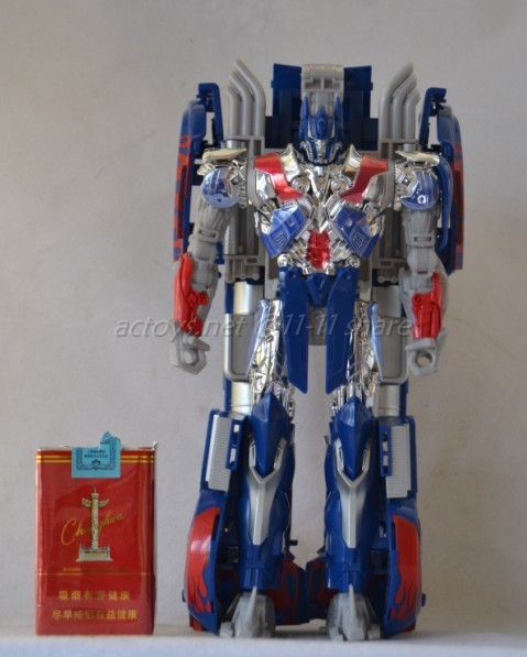 JOUETS - Transformers 4: Age Of Extinction - Page 3 Transformers-4-Age-Of-Extinction-Unmasked-Optimus-Prime-Figure-03_1389776868
