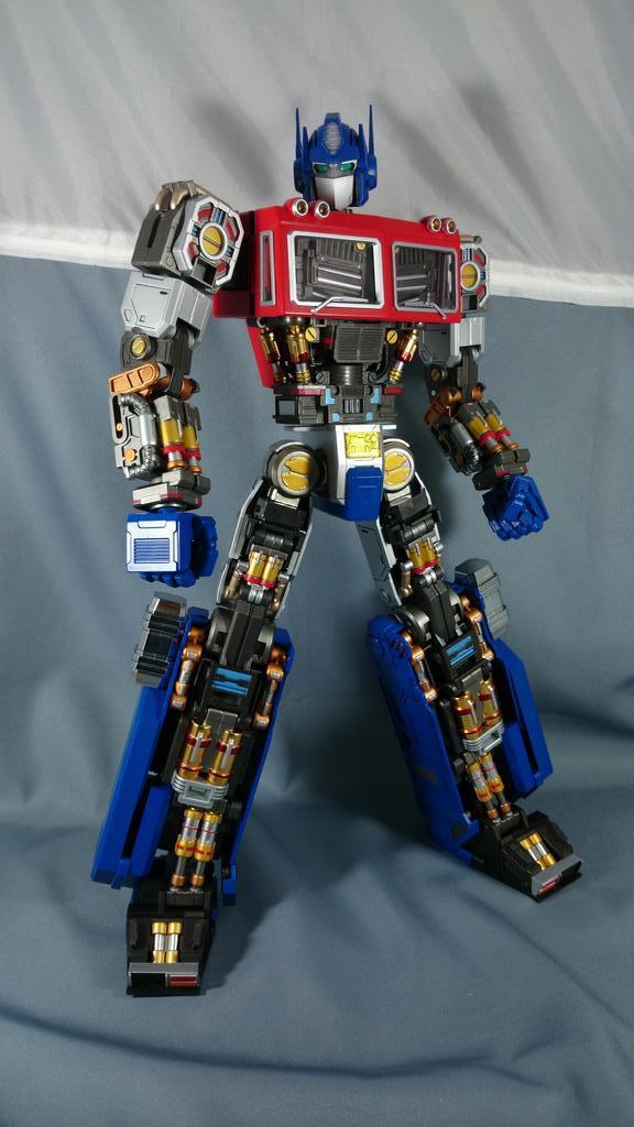Figurines Transformers G1 (articulé, non transformable) ― Par ThreeZero, R.E.D, Super7, Toys Alliance, etc - Page 2 Bzq5BWLCcAM7EOL_1413052221