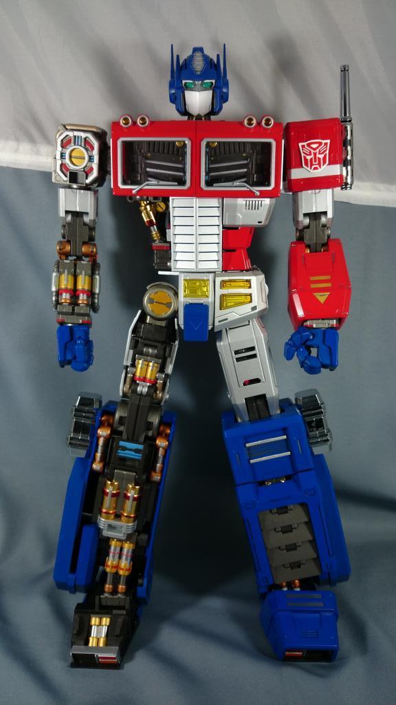 Figurines Transformers G1 (articulé, non transformable) ― Par ThreeZero, R.E.D, Super7, Toys Alliance, etc - Page 2 BzrJEFyCIAAihqX_1413052339