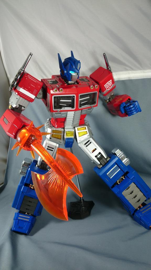 Figurines Transformers G1 (articulé, non transformable) ― Par ThreeZero, R.E.D, Super7, Toys Alliance, etc - Page 2 BzrguaTCQAEcVr1_1413052270
