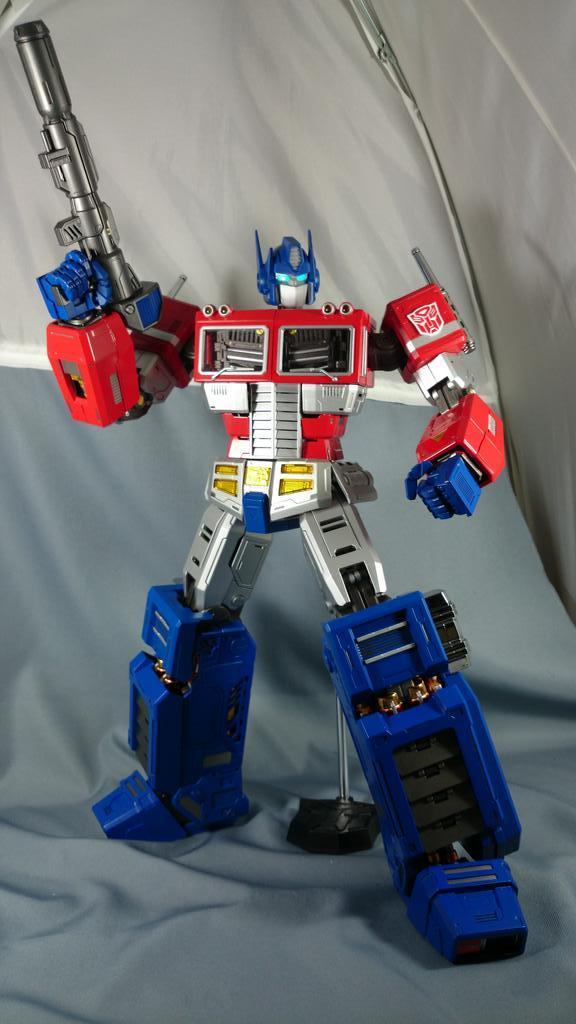 Figurines Transformers G1 (articulé, non transformable) ― Par ThreeZero, R.E.D, Super7, Toys Alliance, etc - Page 2 BzrgvqVCYAAUlQa_1413052339