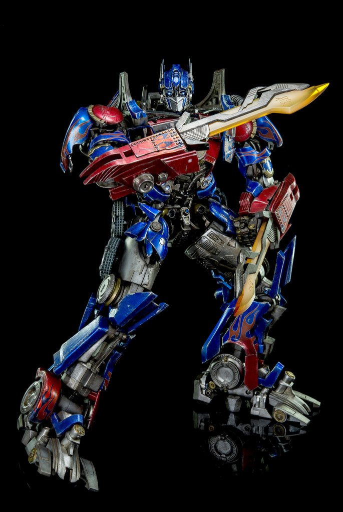 Figurines des Films Transformers ― Par Threezero (3A ThreeA), Comicave Studios, etc 3A-Dark-of-the-Moon-Optimus-Prime-011