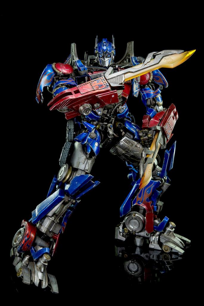 Figurines des Films Transformers ― Par Threezero (3A ThreeA), Comicave Studios, etc 3A-Dark-of-the-Moon-Optimus-Prime-011