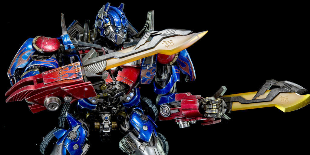 Figurines des Films Transformers ― Par Threezero (3A ThreeA), Comicave Studios, etc 3A-Dark-of-the-Moon-Optimus-Prime-013