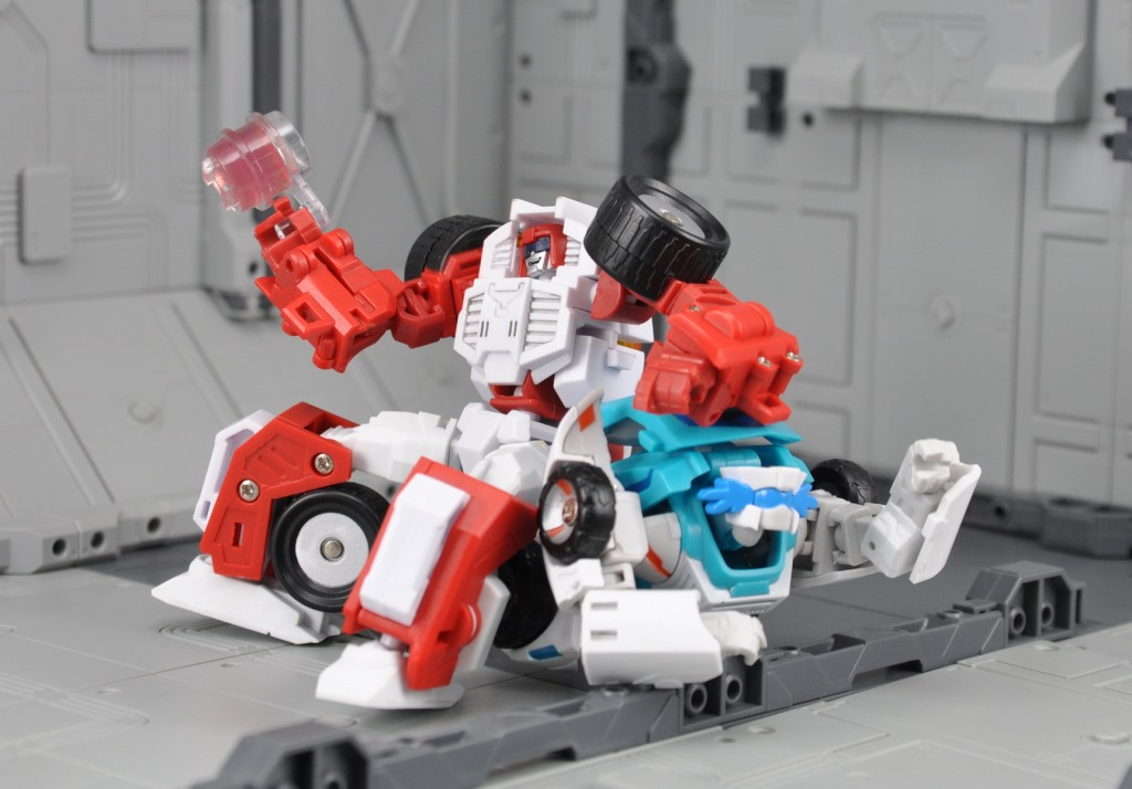 [MakeToys] Produit Tiers - Minibots, G2 Optimus, MM-01 Trashtalk & Cogwheel (aka Swerve/Embardo & Gears/Rollo), MM-02 Rear End (aka Tailgate/Hayon), MT-03 Hyper Novae (aka Nova Prime) d'IDW - Page 2 Manga-Mech-Rear-End-13