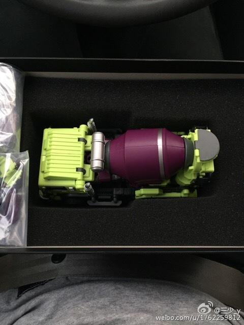 [Generation Toy] Produit Tiers - Jouet GT-01 Gravity Builder - aka Devastator/Dévastateur - Page 2 Generation-Toy-Mixer-Truck-03