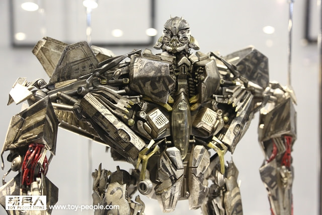 Figurines des Films Transformers ― Par Threezero (3A ThreeA), Comicave Studios, etc 3A-Starscream-1