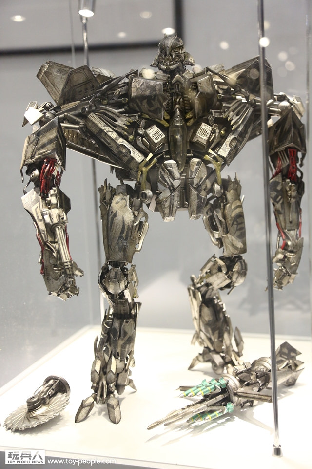 Figurines des Films Transformers ― Par Threezero (3A ThreeA), Comicave Studios, etc 3A-Starscream-2